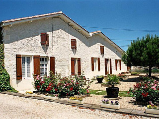 locations vacances Bed and breakfast Charente-Maritime Countryside à CHERAC