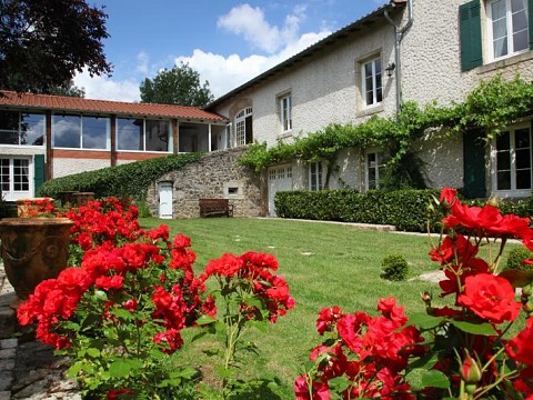 Location g te auvergne saint vincent en haute loire for Auvergne gites avec piscine