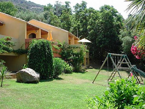 Location vacances corse du sud avec piscine bord mer for Gite corse du sud avec piscine