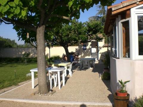 Chambres d 39 h tes vaucluse 18 km avignon bnb caumont sur durance - Jardin romain caumont sur durance ...
