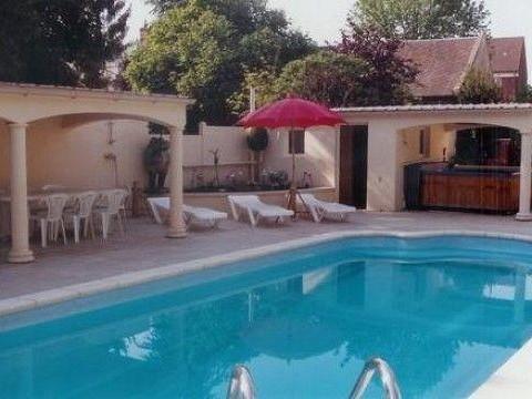 Petit ch teau tha landais 1h de paris avec piscine for Sauna piscine paris