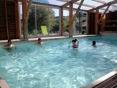 Grand gite de groupe 27 personnes haute loire piscine for Centre de vacances avec piscine couverte