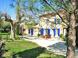 locations vacances Bed and breakfast Vaucluse Countryside à CAUMONT-SUR-DURANCE