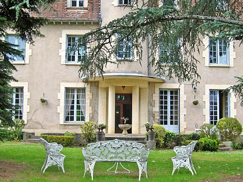 chambres d 39 h tes lot avec piscine bnb 4 km de cahors ch teau la roussille. Black Bedroom Furniture Sets. Home Design Ideas