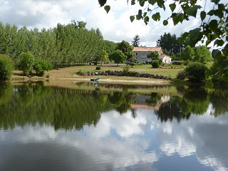locations vacances Bed and breakfast Charente Countryside à ECURAS