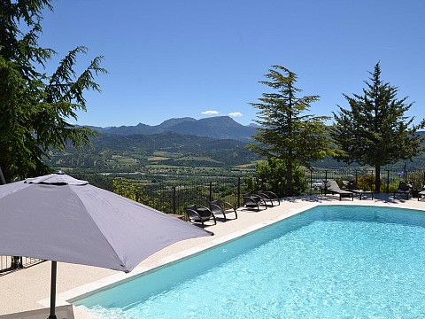 Location g te alpes de haute provence avec piscine for Piscine 20eme