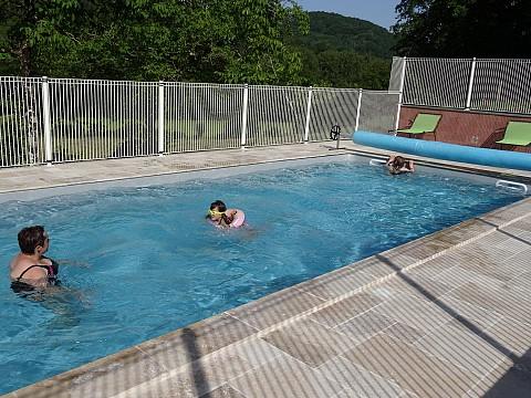 Location gite aveyron avec piscine 25 km rodez domaine for Camping aveyron avec piscine