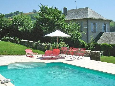 Gite cantal avec piscine giou de mamou 8 km aurillac for Aurillac piscine