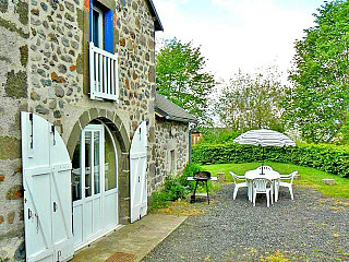 locations vacances Cottage Cantal Countryside à CHEYLADE