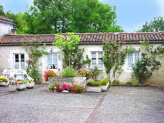 locations vacances Cottage Charente Countryside à GOURVILLE
