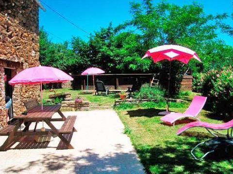 Location g te aveyron avec piscine lou cabanat 7 8 pers for Gite piscine aveyron