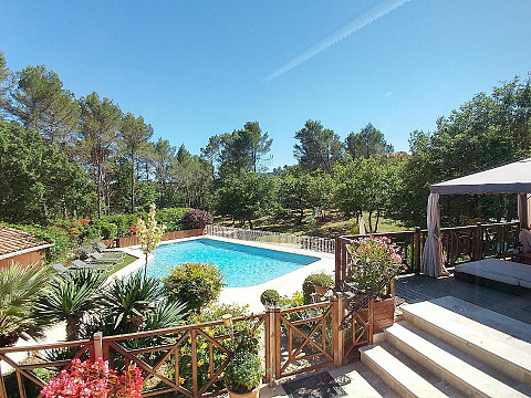 Villa gr asque avec piscine bouches du rh ne jacuzzi for Piscine bouche du rhone